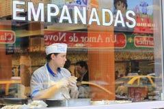 Χαρακτηριστικός φραγμός με τα empanadas στο Μπουένος Άιρες στοκ φωτογραφίες