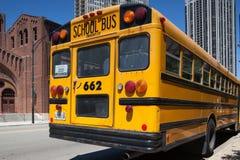Χαρακτηριστικό αμερικανικό κίτρινο σχολικό λεωφορείο Στοκ εικόνες με δικαίωμα ελεύθερης χρήσης