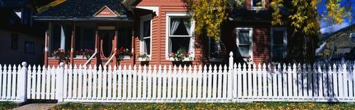 Χαρακτηριστικό αμερικανικό σπίτι Στοκ φωτογραφίες με δικαίωμα ελεύθερης χρήσης