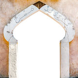 Χαρακτηριστικό αραβικό λευκό εισόδων αρχιτεκτονικής που απομονώνεται Στοκ φωτογραφία με δικαίωμα ελεύθερης χρήσης
