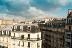 Χαρακτηριστικό αρχαίο παρισινό κτήριο στο Παρίσι Στοκ εικόνες με δικαίωμα ελεύθερης χρήσης