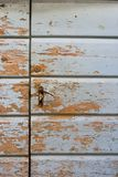 Χαρακτηριστικό δαλματικό σπίτι - μπλε πόρτα στοκ εικόνες