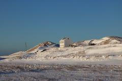 Χαρακτηριστικό ισλανδικό σπίτι διαβίωσης που χάνεται στο χιόνι Στοκ εικόνες με δικαίωμα ελεύθερης χρήσης