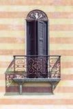 Χαρακτηριστικό ιταλικό μπαλκόνι Στοκ εικόνες με δικαίωμα ελεύθερης χρήσης
