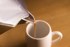 Χαρακτηριστικό ιταλικό moka για τον εξυπηρετώντας καφέ καφέ στοκ φωτογραφία με δικαίωμα ελεύθερης χρήσης