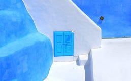 Χαρακτηριστικό μπλε Oia Λευκών Οίκων χωριό σε Santorini Ελλάδα, Κυκλάδες Στοκ Εικόνες