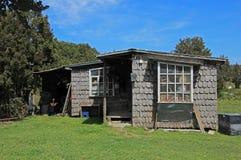 Χαρακτηριστικό ξύλινο σπίτι στο νησί Chiloe, Χιλή στοκ εικόνες