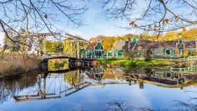 Χαρακτηριστικό ολλανδικό του χωριού τοπίο στοκ φωτογραφία με δικαίωμα ελεύθερης χρήσης