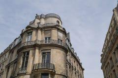Χαρακτηριστικό παρισινό κτήριο, αρχιτεκτονική ύφους του Παρισιού Haussmann στοκ εικόνες