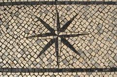 Χαρακτηριστικό πορτογαλικό πεζοδρόμιο Windrose Δ κυβόλινθων Στοκ φωτογραφία με δικαίωμα ελεύθερης χρήσης