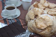 Χαρακτηριστικό πρόχειρο φαγητό της Βαλέντσιας σε Πάσχα, το panquemao, τον καφέ και τη σοκολάτα στοκ εικόνα