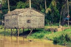 Χαρακτηριστικό σπίτι στη λίμνη σφρίγους Tonle, Καμπότζη Στοκ εικόνα με δικαίωμα ελεύθερης χρήσης