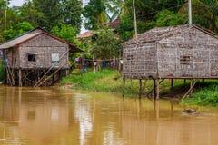 Χαρακτηριστικό σπίτι στη λίμνη σφρίγους Tonle, Καμπότζη Στοκ φωτογραφίες με δικαίωμα ελεύθερης χρήσης