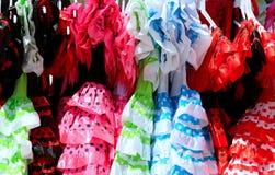 Χαρακτηριστικό χρωματισμένο ισπανικό flamenco φόρεμα Στοκ εικόνες με δικαίωμα ελεύθερης χρήσης