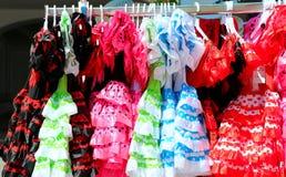 Χαρακτηριστικό χρωματισμένο ισπανικό flamenco φόρεμα Στοκ Φωτογραφίες