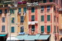 Χαρακτηριστικό όμορφο χωριό Portofino με τις ζωηρόχρωμες προσόψεις στην Ιταλία Στοκ φωτογραφία με δικαίωμα ελεύθερης χρήσης