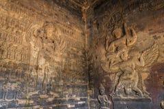 Χαρασμένες αγάλματα ανακουφίσεις Vishnu στους τοίχους του ψαμμίτη, angkor Στοκ Φωτογραφίες