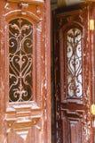 χαρασμένη αντίκα πόρτα ξύλινη Στοκ Φωτογραφία