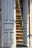 χαρασμένη αντίκα πόρτα ξύλινη Στοκ Εικόνα