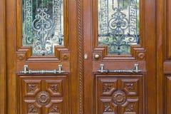 χαρασμένη αντίκα πόρτα ξύλινη Στοκ Φωτογραφίες