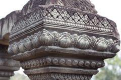 Χαρασμένη floral διακόσμηση στηλών - η bas-ανακούφιση του σύνθετου ναού Angkor Wat, Siem συγκεντρώνει, Καμπότζη Αρχαία Khmer αρχι Στοκ φωτογραφία με δικαίωμα ελεύθερης χρήσης