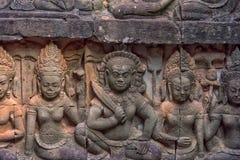 χαρασμένος τοίχος πεζουλιών ελεφάντων apsara angkor η Καμπότζη thom Στοκ φωτογραφίες με δικαίωμα ελεύθερης χρήσης