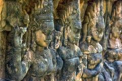χαρασμένος τοίχος πεζουλιών ελεφάντων apsara angkor η Καμπότζη thom Στοκ Εικόνες