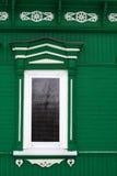 Χαρασμένο ξύλινο διακοσμητικό παράθυρο Στοκ φωτογραφία με δικαίωμα ελεύθερης χρήσης