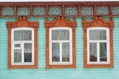 Χαρασμένο ξύλινο διακοσμητικό παράθυρο Στοκ Φωτογραφίες