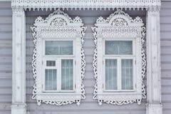 Χαρασμένο ξύλινο διακοσμητικό παράθυρο Στοκ εικόνες με δικαίωμα ελεύθερης χρήσης