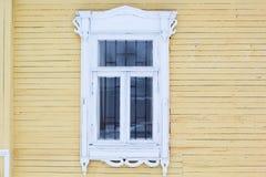 Χαρασμένο ξύλινο διακοσμητικό παράθυρο Στοκ Εικόνες