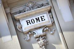 Χαρασμένο πέτρα γλυπτό σημαδιών πόλεων της Ρώμης Στοκ Εικόνες