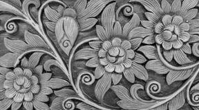 Χαρασμένο Monotone εκλεκτής ποιότητας Floral σχέδιο ύφους στην ξύλινη σύσταση υποβάθρου για το υλικό επίπλων ή χρησιμοποιημένος ω Στοκ Εικόνες
