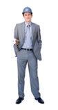 Χαρισματικός αρσενικός αρχιτέκτονας που φορά hardhat στοκ εικόνα