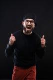 Χαρισματικός τύπος σε ένα μαύρο πουλόβερ, συγκινήσεις στοκ εικόνες με δικαίωμα ελεύθερης χρήσης