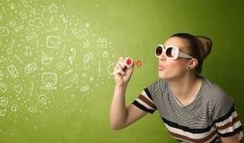 Χαριτωμένα εικονίδια και σύμβολα μέσων κοριτσιών φυσώντας συρμένα χέρι Στοκ Εικόνα