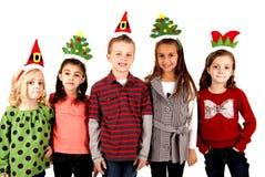 Χαριτωμένα παιδιά στα αστεία καπέλα διακοπών Στοκ Φωτογραφία