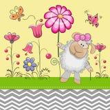 Χαριτωμένα πρόβατα με ένα λουλούδι Στοκ φωτογραφίες με δικαίωμα ελεύθερης χρήσης