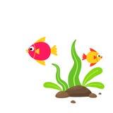 Χαριτωμένα ψάρια κινούμενων σχεδίων με τα θαλάσσια φυτά και τις πέτρες Στοκ Εικόνες