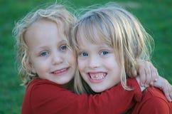 χαριτωμένες αδελφές Στοκ Εικόνα