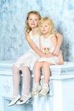 χαριτωμένες αδελφές Στοκ Εικόνες