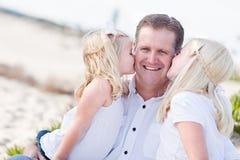 χαριτωμένες κόρες μπαμπάδ&omega Στοκ εικόνα με δικαίωμα ελεύθερης χρήσης