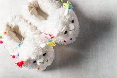 Χαριτωμένες μαλακές τρισδιάστατες llama παντόφλες στοκ φωτογραφία με δικαίωμα ελεύθερης χρήσης