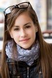 χαριτωμένες νεολαίες εφήβων σπουδαστών κοριτσιών Στοκ Εικόνες