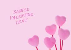 Χαριτωμένες ρόδινες καρδιές βαλεντίνων στο ρόδινο υπόβαθρο Στοκ Εικόνες