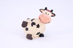 Χαριτωμένη αγελάδα polyresin παιχνιδιών που απομονώνεται Στοκ Φωτογραφία