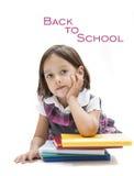Χαριτωμένη αναμονή κοριτσιών για να αρχίσει το σχολείο Στοκ φωτογραφία με δικαίωμα ελεύθερης χρήσης