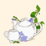 Χαριτωμένη αφίσα με teapot και το φλυτζάνι και λουλούδια της βίγκας Ελεύθερη απεικόνιση δικαιώματος