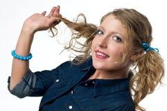 χαριτωμένη γυναίκα πλεξίδ&ome Στοκ Εικόνες