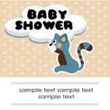 Χαριτωμένη κάρτα πρόσκλησης γενεθλίων ντους μωρών με τη γάτα και τα σημεία, απεικόνιση Στοκ φωτογραφία με δικαίωμα ελεύθερης χρήσης